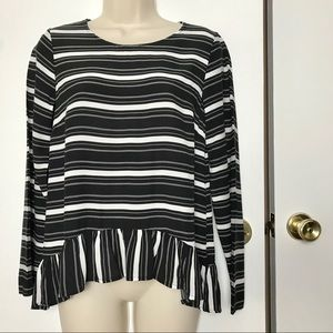 🍎Black and white GAP blouse w ruffle skirt Sz S